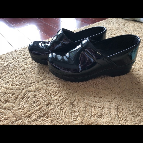 Dansko Shoes Size 39 Patent Leather Black Clog Guc Poshmark